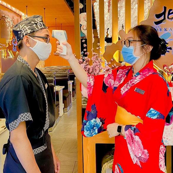 Nhà hàng Sushi Hokkaido Sachi không liên quan bệnh nhân COVID-19  - Ảnh 1.