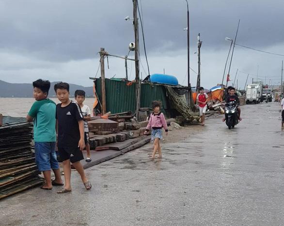 Bão số 2 thành áp thấp nhiệt đới đi vào Thanh Hóa, cảnh giác lũ quét, lũ ống - Ảnh 2.