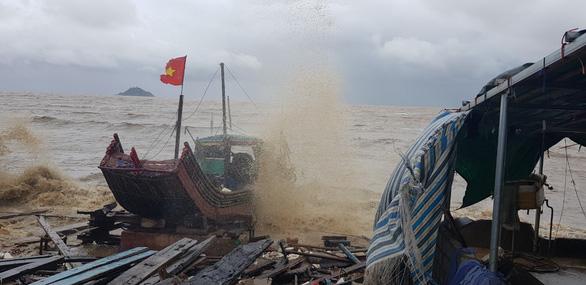 Bão số 2 thành áp thấp nhiệt đới đi vào Thanh Hóa, cảnh giác lũ quét, lũ ống - Ảnh 1.