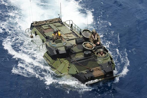 Thiết giáp lội nước Mỹ chìm trên biển, 8 lính thủy đánh bộ thiệt mạng - Ảnh 1.