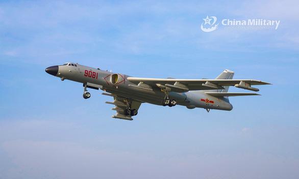 Đưa oanh tạc cơ H-6J ra đảo Phú Lâm, Trung Quốc vi phạm chủ quyền Việt Nam - Ảnh 1.