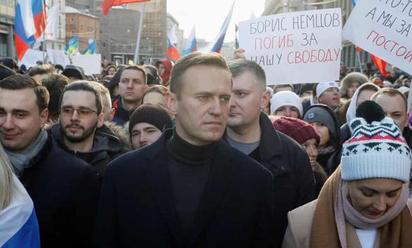 Chính trị gia đối lập ở Nga hôn mê sau khi uống trà, nghi trúng độc - Ảnh 1.
