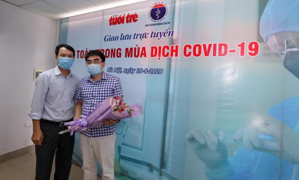 Làm sao để phòng COVID-19 khi đi bệnh viện, công viên, quán ăn? - Ảnh 2.