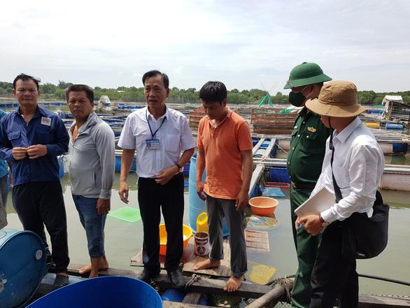 Cá bè Long Sơn chết lai rai do ký sinh trùng quả dưa - Ảnh 2.
