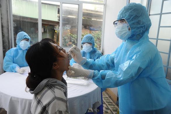 Quảng Nam mở rộng xét nghiệm người từ Đà Nẵng về, có thể 6.000 mẫu/ngày - Ảnh 1.
