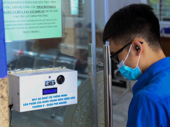 Chế máy đo thân nhiệt tự động hỗ trợ truy vết dịch tễ - Ảnh 2.
