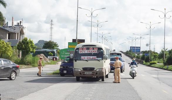 Hải Phòng, Quảng Ninh siết trở lại các cửa ngõ để ngăn dịch COVID-19 - Ảnh 1.