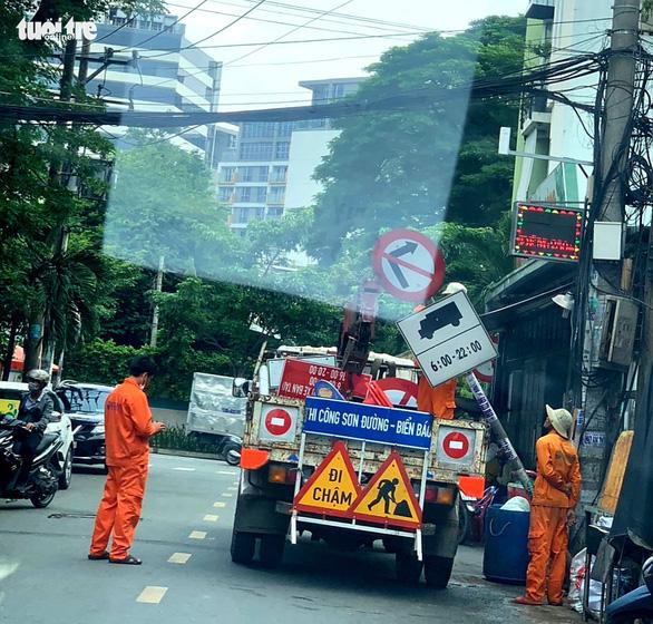 Vụ bít đường vào kho hàng Tân Sơn Nhất: Đã gỡ biển báo hạn chế xe tải - Ảnh 1.