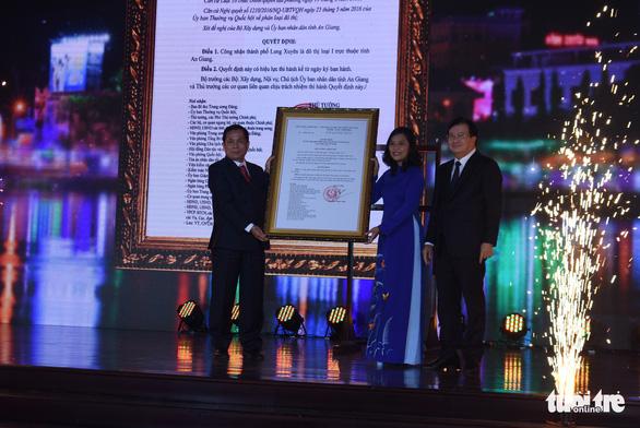 TP Long Xuyên trở thành đô thị loại I trực thuộc tỉnh An Giang - Ảnh 1.