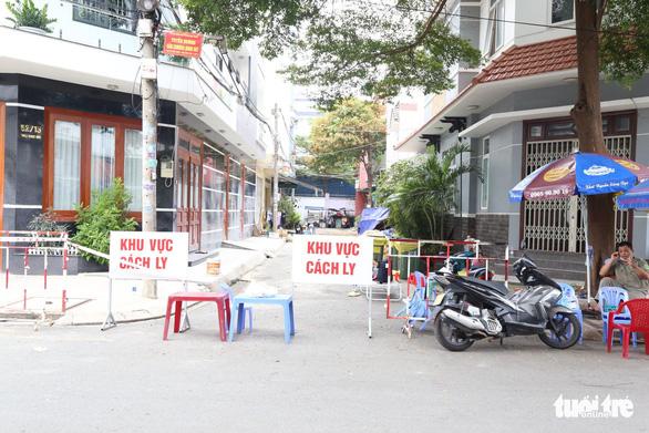 Phong tỏa 17 nhà ở quận Tân Phú vì có người tái dương tính COVID-19 - Ảnh 3.