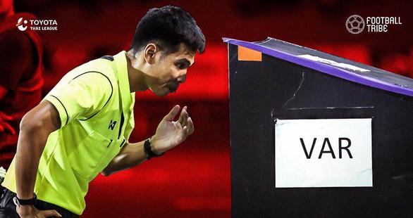 Tranh cãi chuyện sử dụng VAR ở Thai-League - Ảnh 1.