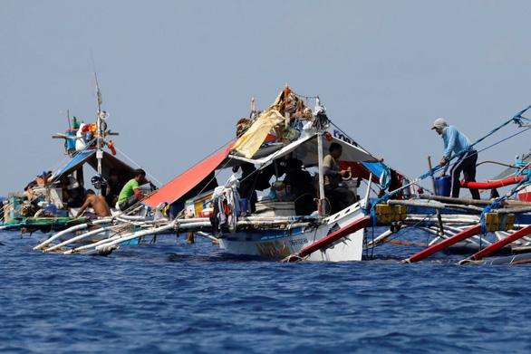 Philippines phản đối Trung Quốc tịch thu thiết bị đánh cá của ngư dân - Ảnh 1.