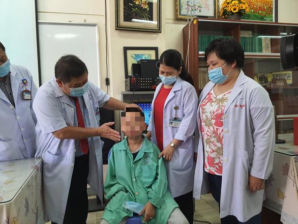 Phẫu thuật thành công u sợi mạch vòm mũi họng chưa bao giờ thấy cho bé trai 13 tuổi - Ảnh 2.