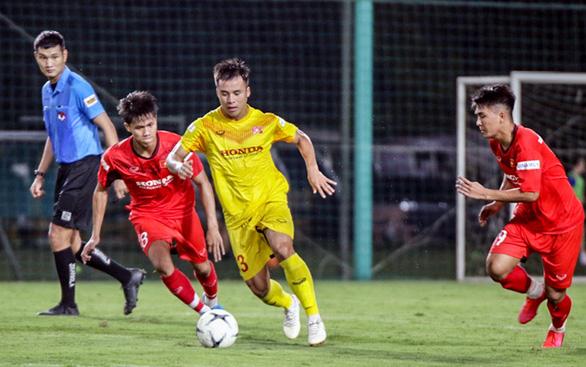 U22 Việt Nam đấu tập nội bộ, HLV Park Hang Seo chỉ cho đá 60 phút/trận - Ảnh 3.