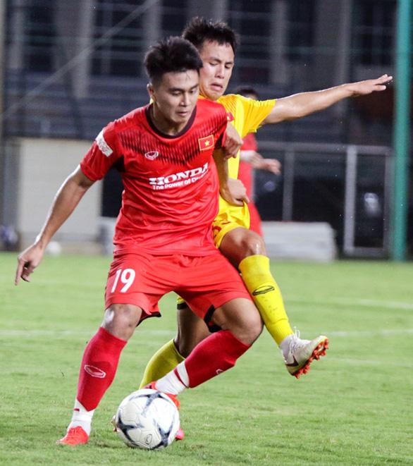 U22 Việt Nam đấu tập nội bộ, HLV Park Hang Seo chỉ cho đá 60 phút/trận - Ảnh 6.