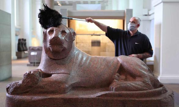 Bảo tàng Anh phủi bụi kho tàng hiện vật, chuẩn bị đón khách trở lại sau 163 ngày - Ảnh 5.