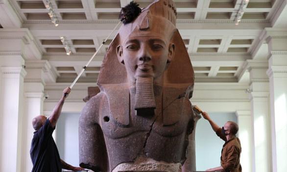 Bảo tàng Anh phủi bụi kho tàng hiện vật, chuẩn bị đón khách trở lại sau 163 ngày - Ảnh 1.