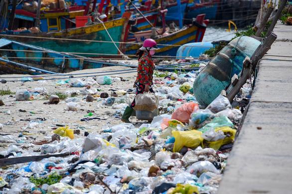 Nghiên cứu tăng thuế đối với nilông, rác thải nhựa - Ảnh 1.