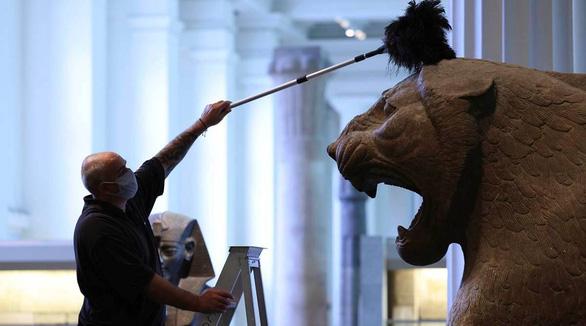 Bảo tàng Anh phủi bụi kho tàng hiện vật, chuẩn bị đón khách trở lại sau 163 ngày - Ảnh 7.
