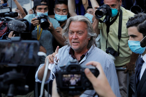 Cựu cố vấn ông Trump bị bắt khi đang ở trên du thuyền của tỉ phú Trung Quốc - Ảnh 1.