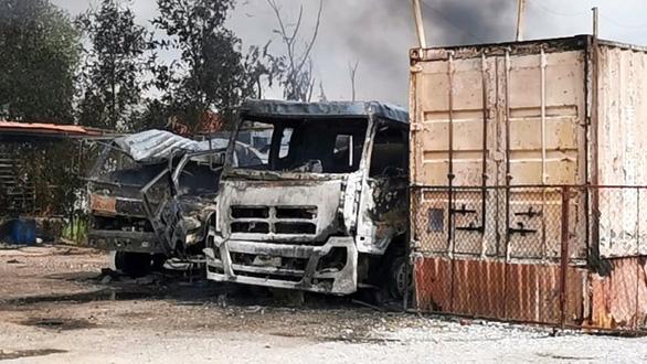 Cháy lớn tại kho bãi chế biến dầu thải ở Hải Phòng - Ảnh 2.