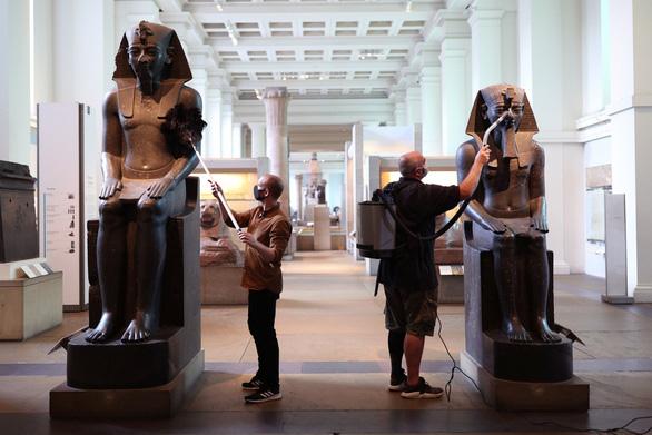 Bảo tàng Anh phủi bụi kho tàng hiện vật, chuẩn bị đón khách trở lại sau 163 ngày - Ảnh 8.