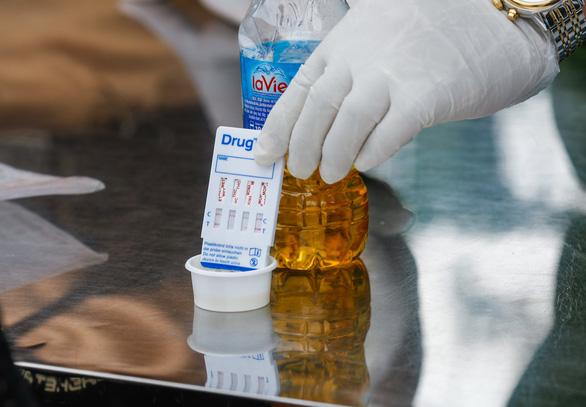 Dương tính với ma túy, tài xế xe container nói do bạn cho uống 'nước lạ' - Ảnh 3.
