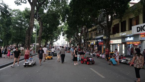 Từ tối nay 21-8, Hà Nội tạm dừng phố đi bộ quanh hồ Hoàn Kiếm - Ảnh 1.
