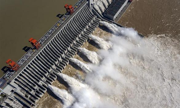 Nước ở đập Tam Hiệp vượt mức cảnh báo 20m, tiến gần mức tối đa - Ảnh 1.