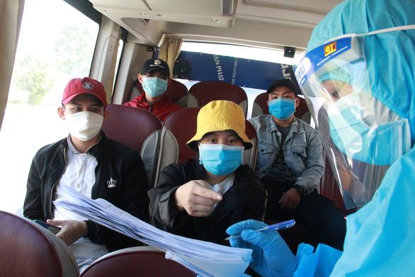 Hơn 700 người Quảng Ngãi kẹt ở Đà Nẵng vì COVID-19 đã được về quê - Ảnh 3.