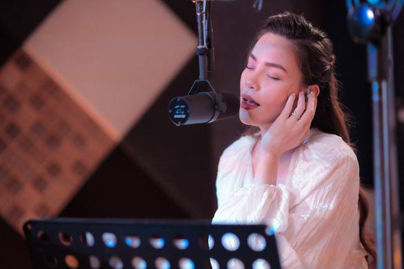 Càng trưởng thành càng cô đơn và sự thay đổi trong âm nhạc của Hồ Ngọc Hà - Ảnh 3.