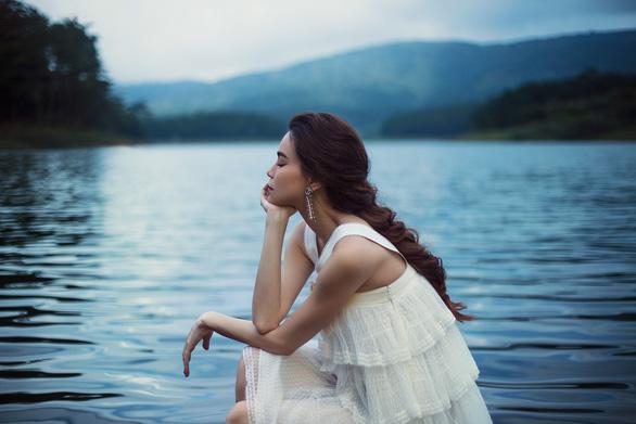 Càng trưởng thành càng cô đơn và sự thay đổi trong âm nhạc của Hồ Ngọc Hà - Ảnh 1.