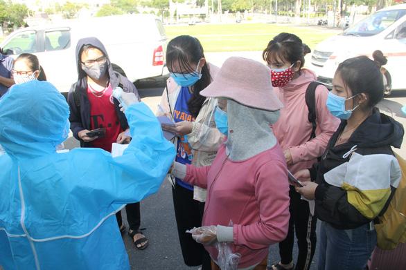 Hơn 700 người Quảng Ngãi kẹt ở Đà Nẵng vì COVID-19 đã được về quê - Ảnh 4.