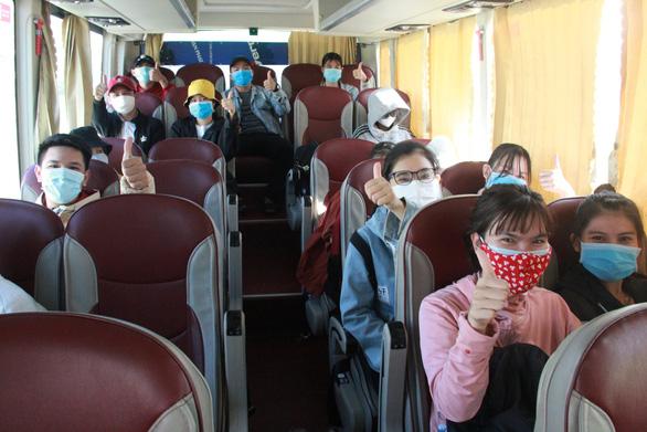 Hơn 700 người Quảng Ngãi kẹt ở Đà Nẵng vì COVID-19 đã được về quê - Ảnh 5.