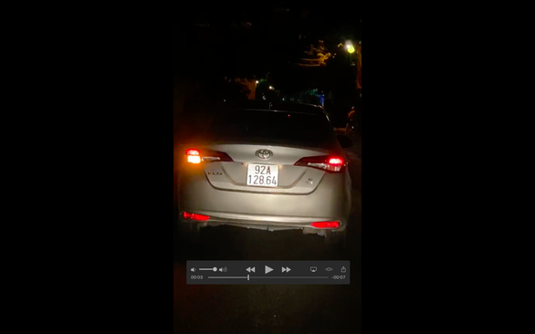 Phạt 1,5 triệu, tước bằng 2 tháng người lái xe vào đường cấm ở phố cổ - Ảnh 1.