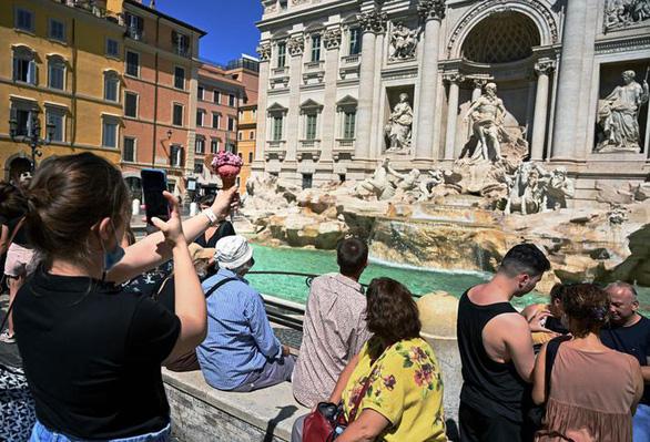 Phát ớn vì khách siêu quậy ngay hậu COVID-19, Venice tăng nặng hình phạt - Ảnh 1.