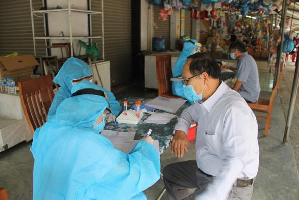 Nhân viên ban quản lý chợ Lầu Đèn mắc COVID-19, Đà Nẵng tìm người liên quan - Ảnh 1.
