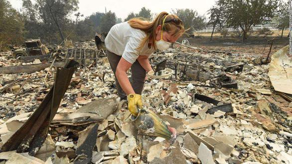 Sét đánh gây 560 đám cháy rừng khắp California, cứu hỏa chật vật vì thiếu người - Ảnh 4.