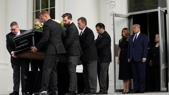 Làm tưởng niệm em trai tại Nhà Trắng, ông Trump phải bỏ tiền túi - Ảnh 1.