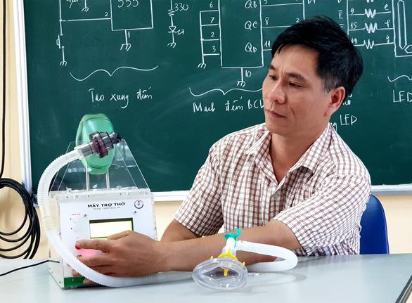 Thầy giáo trường nghề làm máy trợ thở - Ảnh 1.
