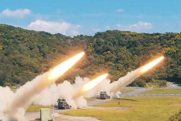Đài Loan công bố video tập trận tự vệ nếu bị Trung Quốc tấn công - Ảnh 1.