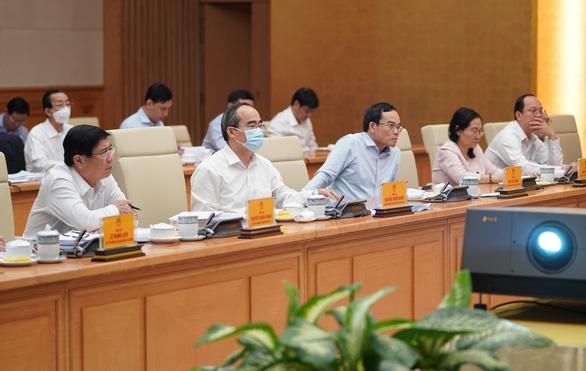 Thủ tướng: Đưa TP.HCM sớm trở thành trung tâm kinh tế, tài chính tầm khu vực và toàn cầu - Ảnh 2.