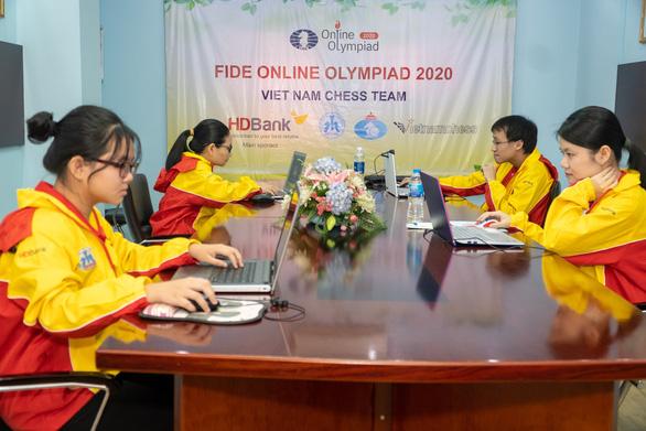 Thua liểng xiểng, tuyển cờ vua Việt Nam chia tay Olympiad online - Ảnh 1.