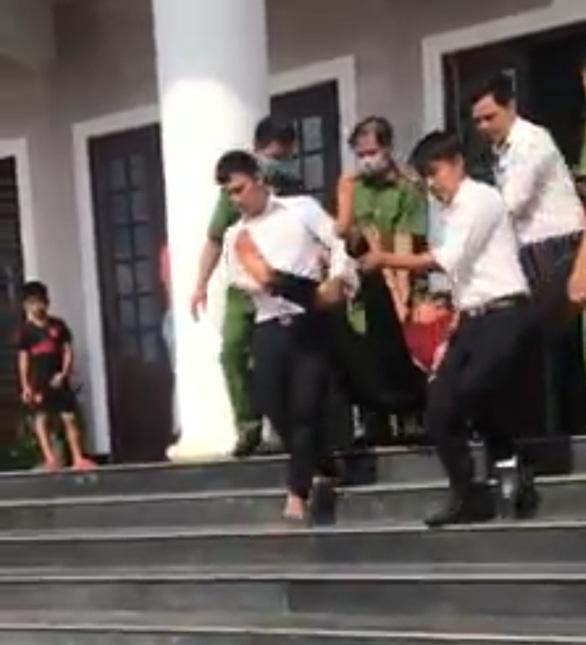 Vụ bị cáo uống thuốc đòi tự tử tại tòa: TAND tỉnh Bình Phước từng tuyên án ra sao? - Ảnh 1.