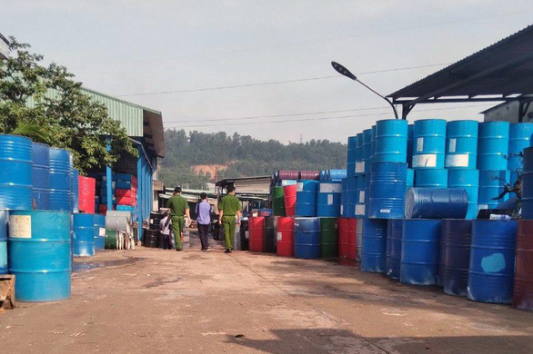 Cơ sở sản xuất thùng xe rùa xả nước thải chưa qua xử lý ra môi trường - Ảnh 1.