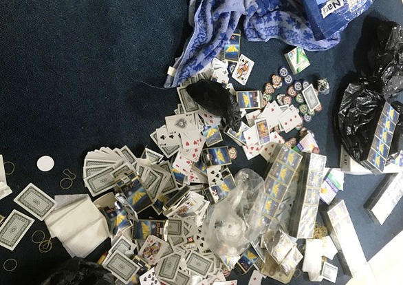 Khởi tố 25 người đánh bạc, tổ chức đánh bạc tại chung cư ở quận 4 - Ảnh 1.