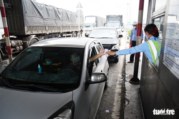 Trạm thu phí cầu Đồng Nai tạm dừng thu phí - Ảnh 3.