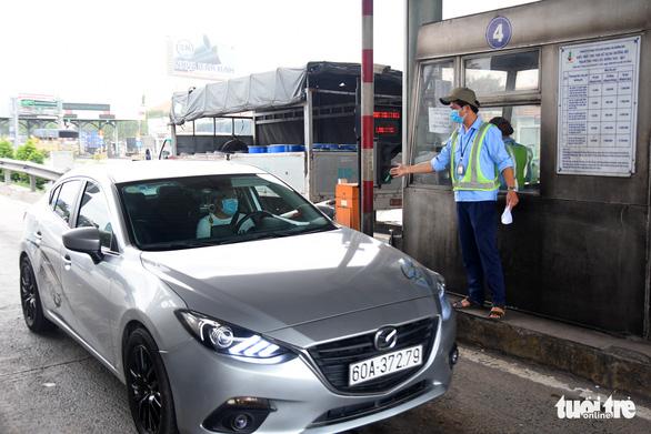 Trạm thu phí cầu Đồng Nai tạm dừng thu phí - Ảnh 1.
