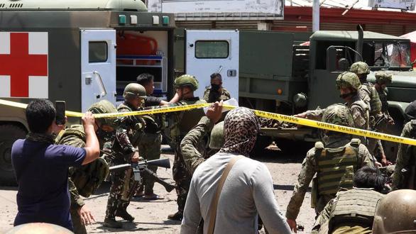 Đánh bom kép ở Philippines, ít nhất 10 người chết - Ảnh 1.