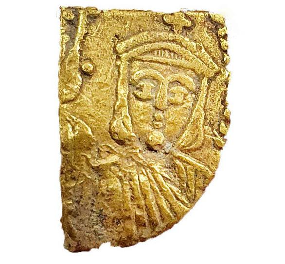 Tìm thấy kho tiền vàng nguyên chất 1.100 năm tuổi cực quý hiếm - Ảnh 4.